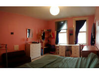 Huge double room in Whitechapel. 1min tube station and 10 min Liverpool Street.