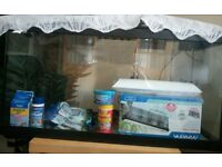 100ltr Aquarium... In pristine condition with accesories..Hardly used for a month!! Deal of the day!