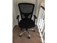 Nearly new office chair in very good condition