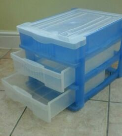 PLASTIC STORAGE BOX UNIT WITH 2 DRAWERS AND COMPARTMENTED LID