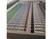 Yamaha 24 Channel Mixing Desk Great Condition With Manual & Flight Case