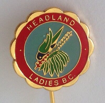 Headland Ladies Bowling Club Pin Badge Rare Tropical Bird Lawn Bowls (L11)