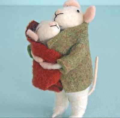 New Cute Pin Felt Needle Felt Collectible Mum or Dad Parent & Baby Mouse Figure