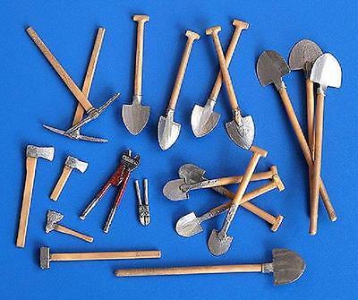 PLUS MODEL #192 Sapper Tools für Diorama in 1:35