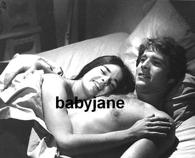 118 RYAN O'NEAL BARECHESTED IN BED WITH ALI MacGRAW LOVE STORY PHOTO