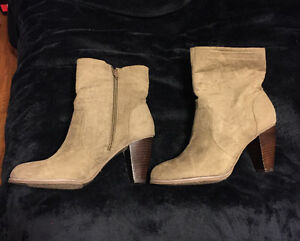 **WOMEN'S TAN COLORED FOREVER 21 BOOTS FOR SALE-SIZE 10**
