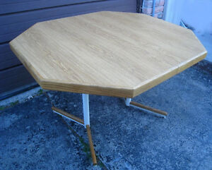 Quality Octagon Dining Table for 8 people in great condition