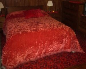 Retro Queen Red Valour Bedspread and Pillows