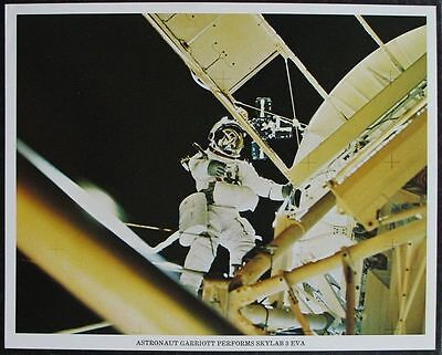 s1305) Raumfahrt NASA Photo JSCL-114  Astronaut Garriott performs Skylab 3 EVA