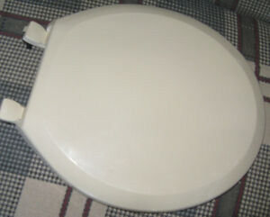 Bone Coloured Mayfair Toilet Seat