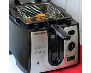 NEVER USED Black And Decker 2L Deep Fryer
