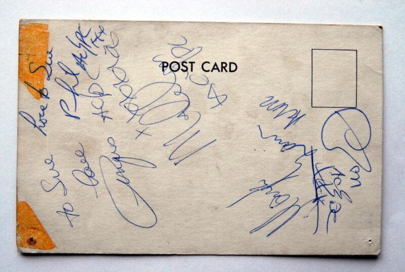 AC/DC MEGA RARE SIGNED POSTCARD BON SCOTT,ANGUS,MALCOLM YOUNG PHILL,MARK UK 1976