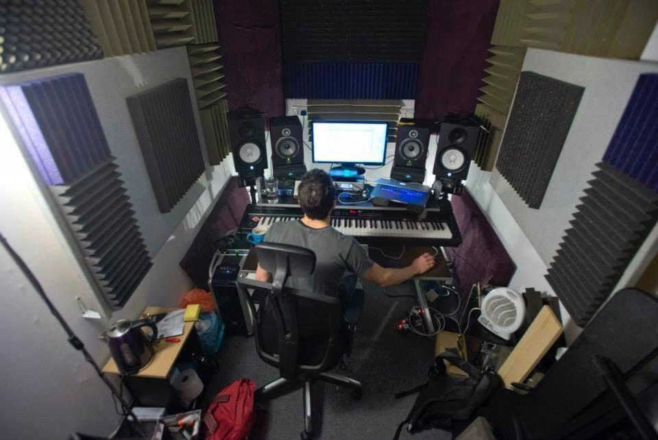 Terrific Music Production Room For Monthly Hire Bn41 No Gear Included In Largest Home Design Picture Inspirations Pitcheantrous