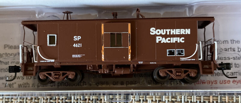 N-Scale - Athearn 23244 Southern Pacific Bay Window Caboose SP #4621