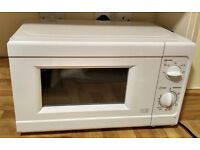 Microwave with defrost function in excellent condition, only 6 month old