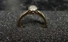Beautiful Diamond engagement ring-yellow gold