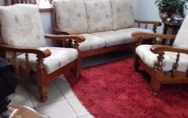 Lovely 3 piece suite, clean, no pets, nonsmoker. Carpet as well, pure wool, long pile cleaning.