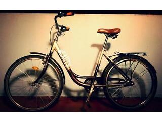 "Ladies Vintage City Bike 26"" Leather Brown Seat Good working condition"