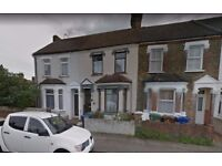 4 Bedroom Semi-Detached House to rent in Grays RM17 6JX-- Part Dss Welcome