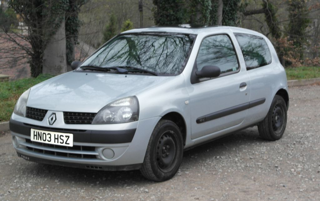 2003 renault clio 16v expression 3 dr in hempstead kent gumtree. Black Bedroom Furniture Sets. Home Design Ideas