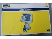 NEW Newlec Professional PIR Floodlight, Halogen, 1 x 400W, 200°, 12m,NLPF400WP Free Postage