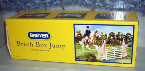 BREYER HORSE  BRUSH BOX JUMP  #2043 TRADITIONAL SIZE NIB