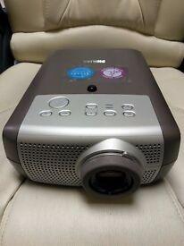 PHILLIPS PROJECTOR - BSURE XG2 LC3142