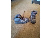 Girls Walking Boots Size 2 by Mountain Warehouse