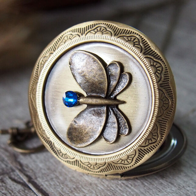 Cameo Sapphire Butterfly Round Brass Picture Photo Locket Pendant Necklace