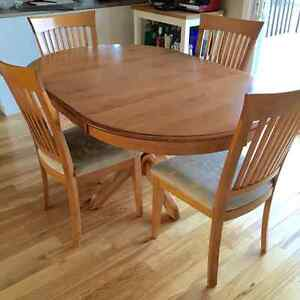 Maple wood extendible dining room table with 4 chairs