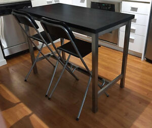 Bar table and 2 chais