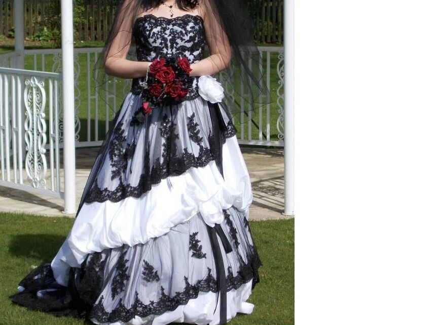 Wedding Dressin Portsmouth, HampshireGumtree - beautiful wedding dress. Was fitted to my size and i am size 12. Could do with a dry clean and i dont have time which is why i am selling it cheap