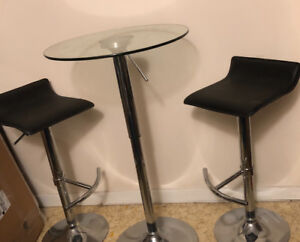 Round glass bar table and 4x stools