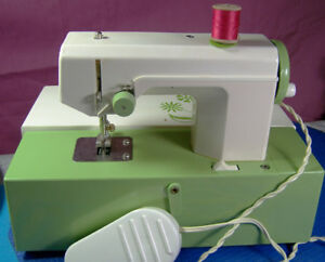 SMALL CRYSTAL SEWING MACHINE