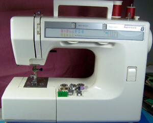 SEARS KENMORE PORTABLE 8 STITCH & BUTTONHOLE SEWING MACHINE