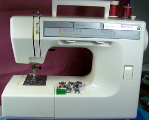 KENMORE PORTABLE 8 STITCH & BUTTONHOLE SEWING MACHINE