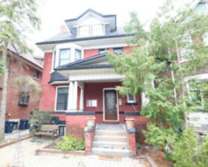 STUNNING RENOVATED 1 BDRM WITH PARKING, NEW A/C, DECK & LAUNDRY!
