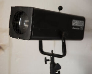 AMERICAN DJ FOLLOW SPOT  LIGHT AND STAND NEVER BEEN USED