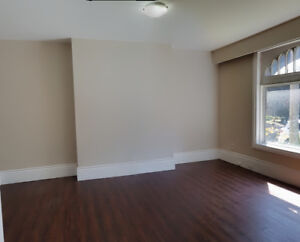 BEAUTIFUL 2 BDR+DEN WITH PRIVATE ENTRANCE AND OVER 1000 SQFT!
