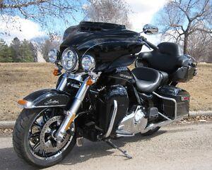 2015 Harley Davidson FLHTK ULTRA LIMITED ONLY 10,500 KM!!!!