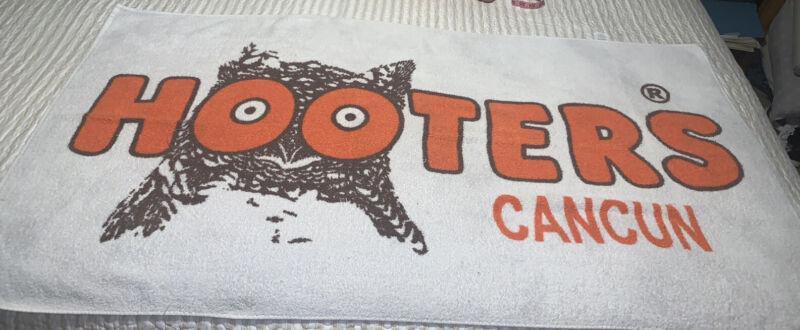 Hooters Cancun Mexico Beach Bath Towel Restaurant Collectible Advertising Rare