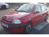 renault clio 5 door spare or repair only ������125 run and drive fine. no mot.