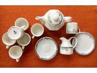 Pretty Royal Doulton 'Juno' teapot, milk jug, cups & saucers