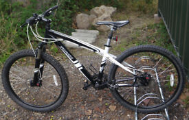 "Specialized Hardrock mountain bike, small 15.5"" aluminium frame, 24 gears, disc brakes, 26"" wheels"