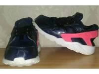 Girls Nike hurachis size 8.5