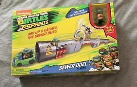 Teenage Mutant Ninja Turtles T-Sprints Sewer Duel with Exclusive Leo in Shellraiser