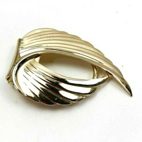 Jeri-Lou Scarf clip Winged Texture  gold toned Mid century Design