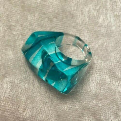 Vintage Lucite Striped Asymmetrical Ring Clear Teal CHUNKY Sz 4.5 Retro Fun!