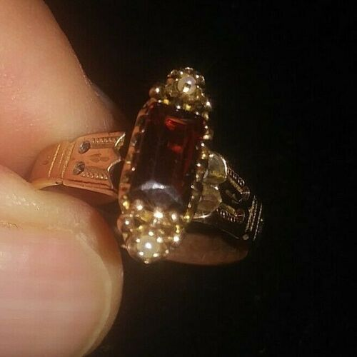Ladies Antique Victorian 14K Rose Gold Ring with Garnet and Seed Pearls