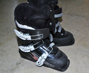 Youth Salomon ski boots